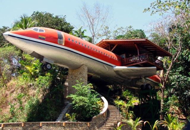 Azul-Ambientalistas-Arquitectura-sustentable-casa-avion