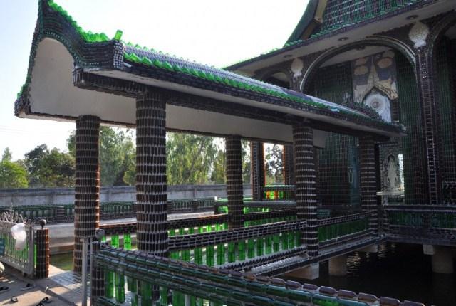 Azul-Ambientalistas-Arquitectura-sustentable-templo-de-botella