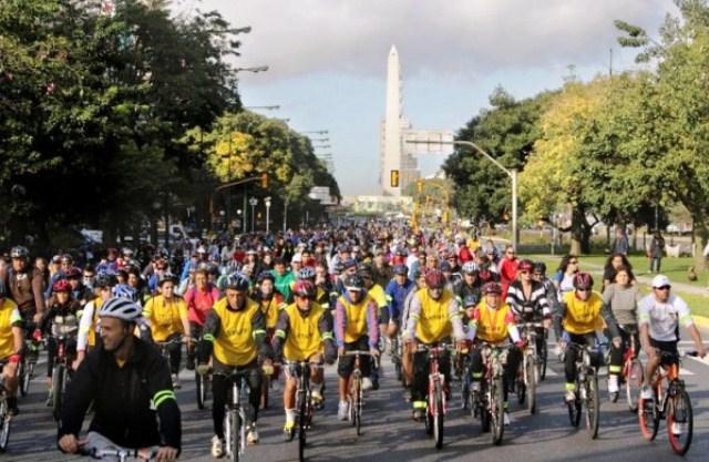 Azul-Ambientalistas-bicicleteadas-gobierno-buenos-aires